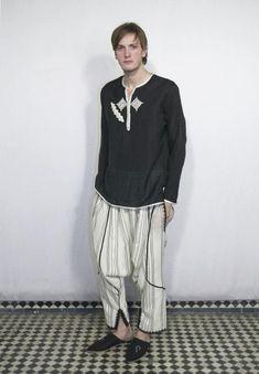 De Fil En Aiguille - Fes Yoga Fashion, Mens Fashion, Muslim Men, Afghan Dresses, Sherwani, Moroccan Style, Cotton Dresses, I Dress, Normcore