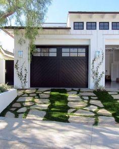 Top 60 Best Driveway Ideas - Designs Between House And Curb Modern Driveway, Driveway Design, Driveway Ideas, Patio Ideas, Diy Driveway, Driveway Entrance, Circular Driveway, Pergola Ideas, Modern Garage Doors