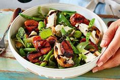 Chorizo and goat's cheese spring salad recipe recipies - sal Meat Salad, Goat Cheese Salad, Cobb Salad, 21 Day Fix, Salad Recipes, Healthy Recipes, Spring Salad, Sausage Recipes, Chopped Salads
