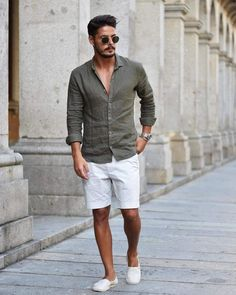 To wear to a wedding, how to wear, mens white shorts, men style tips, short Mens Fashion Summer Outfits, Mens Fashion Suits, Guy Summer Outfits, Mens Suits, Stylish Men, Men Casual, Summer Wedding Menswear, Mens White Shorts, Traje Casual