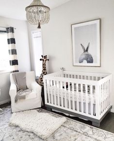 all gray and white for this minimal nursery | Décor Aid