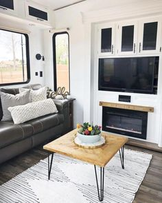 An RV camper interior renovation ideas is a superb way of traveling comfortably. It's now prepared for the client to enjoy camping at the VW indicates he is planning to attend! RV Camping is an immense family experience. Rv Makeover, Cabinet Makeover, Caravan Makeover, Farmhouse Remodel, Farmhouse Style, Rustic Farmhouse, Farmhouse Ideas, Pimp My Caravan, Floor Restoration