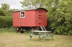 To view or book this property please visit: http://www.bestofsuffolk.co.uk/butleyshepherdhuts.asp