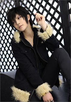 This is the best cosplay I have ever seen. He looks like the real Izaya from Durarara!