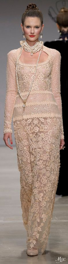 Curiel couture FW pearls anyone? Evening Dresses For Weddings, Haute Couture Fashion, Couture 2015, Couture Dresses, Lace Dresses, Color Rosa, Couture Collection, High Fashion, Fashion 2015