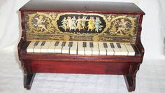 VINTAGE/ANTIQUE SCHOENHUT PIANO 15 KEYS- PLAYS- CHERUB GRAPHIC 1900'S ORIGINAL   eBay