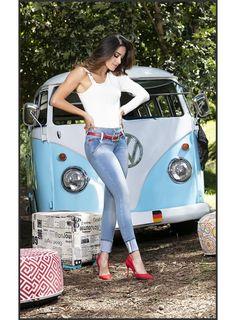 Volkswagen Transporter, Volkswagen Minibus, Vw T1, Bus Girl, Vw Vintage, Cool Vans, Vw Cars, Vw Camper, Car Girls