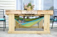 9 Perfect DIY Pallet Furniture Ideas The Effective Pictures We Offer You About makeup palette diy A Pallet Deck Furniture, Backyard Furniture, Diy Outdoor Furniture, Furniture Projects, Furniture Making, Outdoor Decor, Pallet Chair, Outdoor Pallet, Palette Furniture