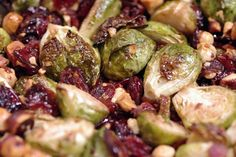 Bite me, I'm vegan: Maple Glazed Brussels Sprouts with Cranberries and Hazelnuts (great holiday recipe idea) Vegan Side Dishes, Vegetable Side Dishes, Delicious Vegan Recipes, Healthy Recipes, Healthy Foods, Maple Glaze, Vegan Blogs, Brussels Sprouts, Cranberries