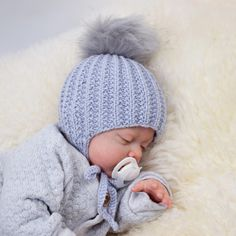 A lovely, soft baby hat knitted in Baby Merino XL. The hat is knitted back and forth from the bottom up in a pattern. You can also knit a pair of matching Grit Baby Mittens. Baby Knitting Patterns, Baby Hat Patterns, Baby Hats Knitting, Crochet Baby Hats, Knitting For Kids, Knit Or Crochet, Knitted Hats Kids, Booties Crochet, Drops Baby Alpaca Silk