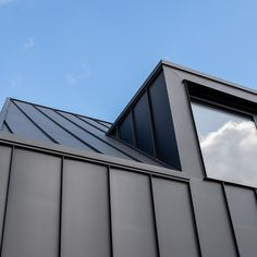 Woonhuis-Staal 01 Roof Cladding, House Cladding, Exterior Cladding, Facade House, Black House Exterior, Exterior House Colors, Exterior Design, Healthcare Architecture, Roof Architecture