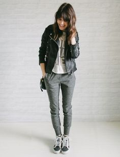 Look calça moletom sweatpants-comfy-style-leather-jacket
