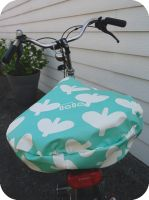 from lola with love | the DIY blog for oilcloth lovers - sew your own bike seat cover with oilcloth #sewing #oilcloth #DIY #tafelzeil #toilecirée #fromlolawithlove #naaien