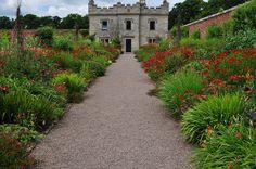Allée, Walled garden, Floors Castle (XVIIIe, XIXe), Kelso, Scottish Borders, Ecosse, Royaume-Uni. #Floors #Scotland