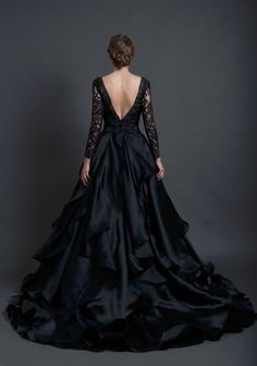 Ethereal Gown: Inspired by the Sareh Nouri Collection, this dress is timeless. Thick French lace bodice with scoop neckline over a sweetheart satin shell and natural waistline flow into layers of tufted satin make t Halloween Wedding Dresses, 2016 Wedding Dresses, Dresses 2016, Dresses Online, Bridal Dresses, Pretty Dresses, Beautiful Dresses, Looks Black, The Dress