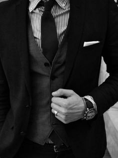 A classy suit along with a vest underneath to make the look perfect! #onederlandevents