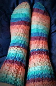Pakkoneuloosia lankojen, kissojen, pikku prinssin keskellä: JyJu-15, nro:18: Valepalmikko sukat Socks, Fashion, Moda, Fashion Styles, Sock, Fasion, Stockings, Ankle Socks, Hosiery