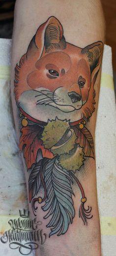 Autumn fox with feathers #fox #foxtattoo #autumn #tattoo #feather