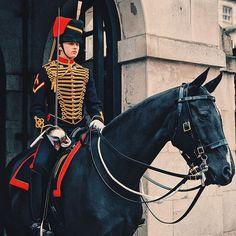 Downing Street 🏇🏾🇬🇧 #London #downingstreet #WeLoveCIC #WeLoveBS  #Regram via @BlD2fjPnrNt British Summer, Riding Helmets, College, London, Street, United Kingdom, University, Walkway, London England