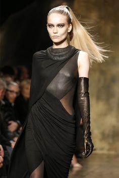 Runway Gloves: Donna Karan Leather Opera Gloves Details. NYC Runway, 02.2013.