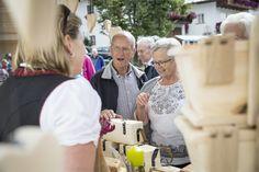 Flachauer Dorfgaudi - Bauernmarkt und Erntedankfest - selbstgemachte Produkte werden zum Verkauf angeboten #bauernmarkt #flachau Salzburg, Events, Couple Photos, Couples, Farmers Market, Thanksgiving Holiday, Tourism, Products, Couple Shots