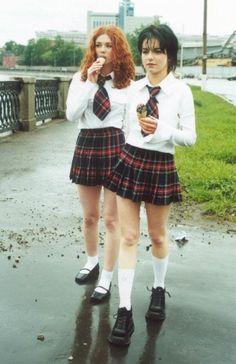 Lena Katina and Yulia Volkova of Tatu. Yulia Volkova, Lena Katina, School Girl Dress, Poses Photo, Girls In Mini Skirts, 90s Girl, Divas, Cute Girls, Preppy