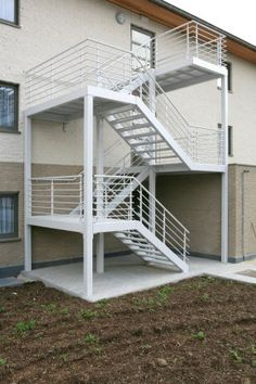 brandtrap Steel Stairs Design, Steel Gate Design, Metal Stairs, Staircase Design, Staircase Outdoor, Staircase Handrail, Steel Building Homes, Building Stairs, Design Industrial