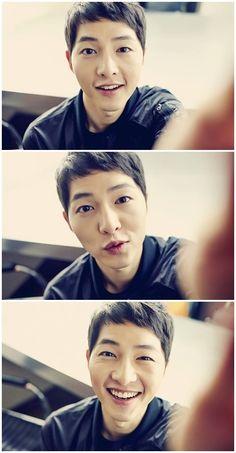 Song Joong-Ki's Innocent Smile Shines In Selfie | Koogle TV
