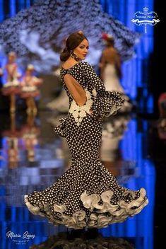 Insertado Flamenco Costume, Spanish Woman, Spanish Fashion, Latin Women, Yes To The Dress, Camila, African Fashion, Beauty Women, Dress To Impress