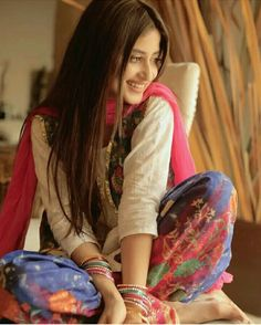 Pakistani Girl, Pakistani Actress, Sajal Ali, Shalwar Kameez, Girls Dpz, Celebs, Celebrities, Best Actress, Summer Wear