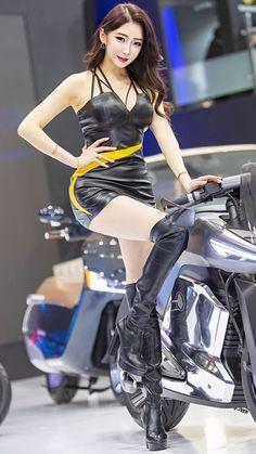 Blake Lovely, Umbrella Girl, Grid Girls, Sexy Latex, Biker Girl, Sexy Asian Girls, Girl Poses, Leather Fashion, Asian Woman