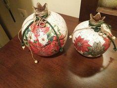 Christmas Bulbs, Christmas Crafts, Lucky Charm, Vases, Decoupage, Tile, Charms, Holiday Decor, Home Decor