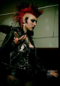 Find images and videos about punk, goth and Mohawk on We Heart It - the app to get lost in what you love. Punk Rock Fashion, Gothic Fashion, Diy Fashion, Metal Fashion, Punk Mohawk, Afro Punk, Punk Rock Girls, Goth Girls, Deathrock Fashion