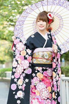 Bucket List - Get dressed in a Kimono or Yukata. Just always have wanted to. Traditional Japanese Kimono, Traditional Fashion, Traditional Dresses, Traditioneller Kimono, Cute Kimonos, Kimono Design, Japanese Costume, Kanzashi, Thinking Day
