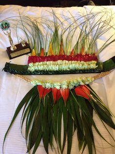 Headdress and neck piece for soloist made of fresh ti' leaves, ginger flower, bear grass and heliconia Luau Costume, Hawaiian Costume, Tahitian Costumes, Tahitian Dance, Polynesian Dance, Hula Skirt, Ginger Flower, Luau Theme, Hula Dancers