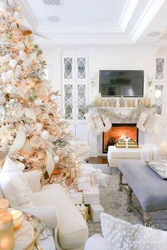 Beautiful white Christmas family room  #christmasdecorideas #christmasdecorations #christmasdecorationideas #beautifulchristmasdecorations #holidaydecorideas #holidaydecoratingideas #holidaydecorations #holidaydecor  #elegantchristmas #glamchristmasdecor #whitechristmasdecor