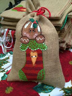 Christmas Gift Bags, Christmas Ornaments To Make, Handmade Christmas Gifts, Christmas Sewing, Christmas Gift Wrapping, Christmas Crafts For Kids, Xmas Crafts, Burlap Favor Bags, Candy Arrangements