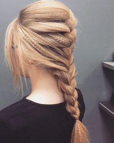If it's good enough for Beyoncé. Here are 22 examples of how to wear crimped hair in w. - Hairstyles Hair Ideas, Cut And Colour Inspiration Cute Braided Hairstyles, Trendy Hairstyles, Crimped Hairstyles, Fishtail Ponytail, Braided Pigtails, Braided Buns, Pinterest Hair, Hair Trends, Dyed Hair