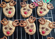 You don't have to be an expert baker to make these festive treats. Get recipes and tips for easy Christmas cookies that make you look like a pro. Easy Christmas Treats, Christmas Sweets, Christmas Baking, Simple Christmas, Christmas Cookies, Christmas Ideas, Christmas 2016, Holiday Baking, Christmas Thoughts