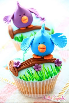 Birdie cupcakes who could resist? by Vanessa @ Bella Cupcakes Pretty Cupcakes, Beautiful Cupcakes, Yummy Cupcakes, Cupcake Cookies, Cupcake Art, Spring Cupcakes, Animal Cupcakes, Fancy Cakes, Cute Cakes