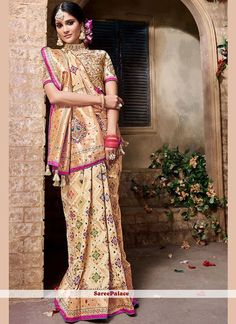 Aasvaa has the latest designer sarees online shopping, designer wear sarees online, shop designer sarees online, buy designer sarees online India. Designer Silk Sarees, Latest Designer Sarees, Indian Designer Wear, Trendy Sarees, Fancy Sarees, Indian Silk Sarees, Pure Silk Sarees, Designer Sarees Online Shopping, Indian Clothes Online