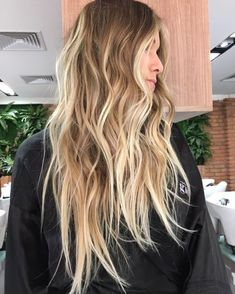 Golden Blonde Balayage for Straight Hair - Honey Blonde Hair Inspiration - The Trending Hairstyle Beach Blonde Hair, Beachy Hair, Honey Blonde Hair, Blonde Hair Looks, Beachy Waves, Long Beach Hair, Beach Hair Color, Messy Blonde Hair, Long Messy Hair