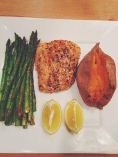 Paleo dinner - Salmon, asparagus, sweet potato