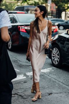 The Best Street Style From New York Fashion Week – Summer Outfits – Summer Fashion Tips Street Style New York, Modern Street Style, Looks Street Style, Street Style Trends, Looks Style, New York Style, Paris Street Style Summer, Celebrity Summer Style, Street Styles