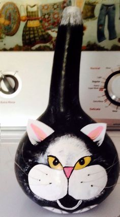 Hand painted Tuxedo Cat On A Gourd Hand Painted Gourds, Painted Pumpkins, Fall Crafts, Diy And Crafts, Arts And Crafts, Gourds Birdhouse, Birdhouses, Candle In The Wind, Cat Pumpkin