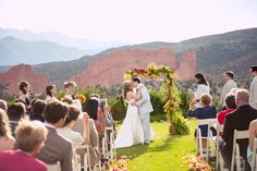 Romantic, unforgettable kisses to start your married life. Not bad, eh?  ::Katelyn + Jonathan's awe-inspiring wedding in the Garden of the Gods, Colorado:: #COweddings #unbelievablygorgeous #mountainwedding #jawdroppingview #weddingceremony #ceremonies #dreamywedding