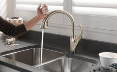 How to Choose the Best Touchless Kitchen Faucet (Features and Benefits)