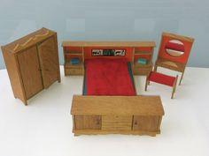 Puppenstube Lundby 70er Schlafzimmer Bettwand Frisiertisch Hocker 2x Schrank in Spielzeug, Puppenstuben & -häuser, Möbel   eBay!