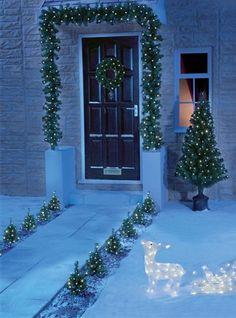 a little christmas magic Christmas Feeling, What Is Christmas, Blue Christmas, Little Christmas, Outdoor Christmas, Christmas Time, Vintage Christmas, Christmas Ideas, Holiday Fun