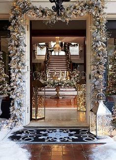Classy Winter Home Decor For Amazing Christmas Day – Home Decoration Christmas Time Is Here, Noel Christmas, All Things Christmas, Christmas 2017, Christmas Tree Goals, White Christmas Garland, Flocked Garland, Canada Christmas, Luxury Christmas Tree